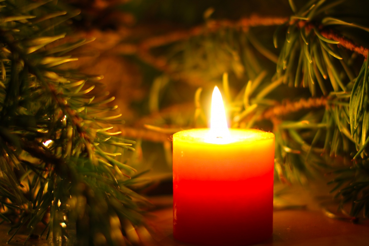 could christmas candles be hurting your health airtopia. Black Bedroom Furniture Sets. Home Design Ideas